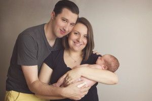 Kansas City Newborn Photographer | Mom and Dad with newborn baby