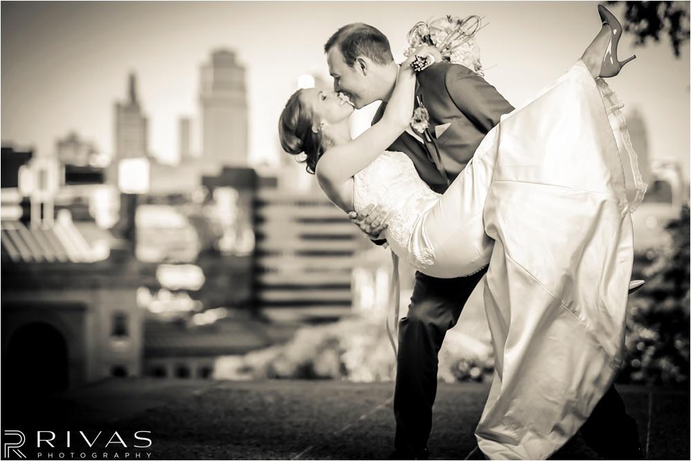 Classic Kansas City Wedding - Kansas City Wedding Photographers - Wedding Pictures at Liberty Memorial