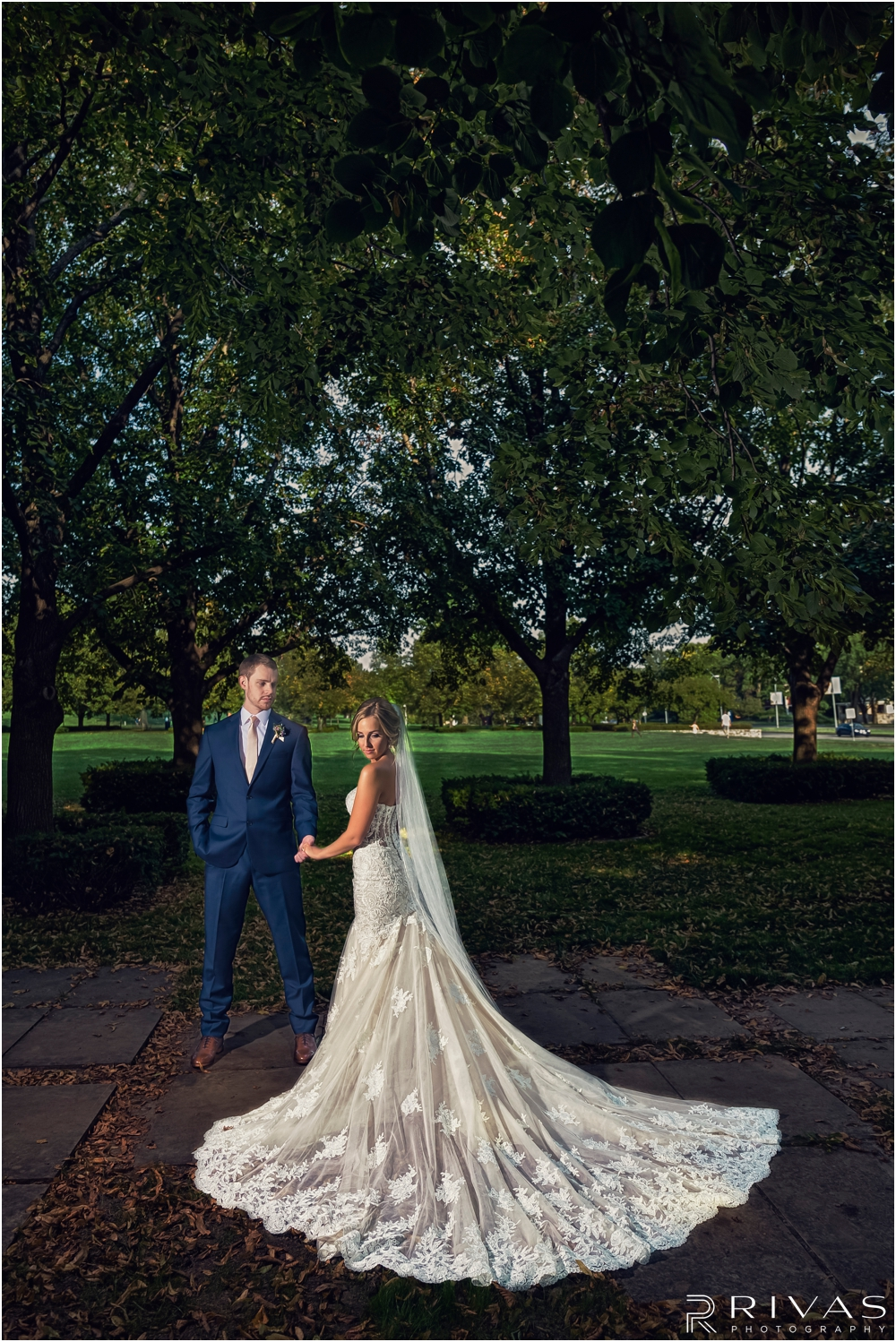 early fall wedding | Pictures of a bride and groom holding hands at The Nelson Atkins Museum of Art.